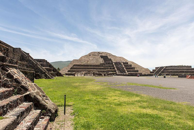 "Wikimedia Commons ""15-07-13-Teotihuacan-RalfR-WMA 0230"" by Ralf Roletschek"